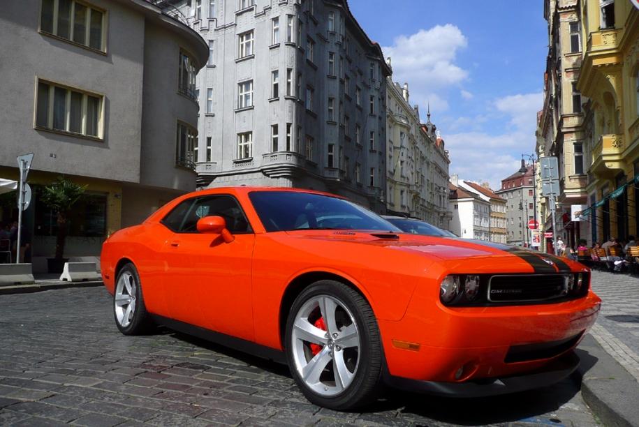 Challenger SRT8
